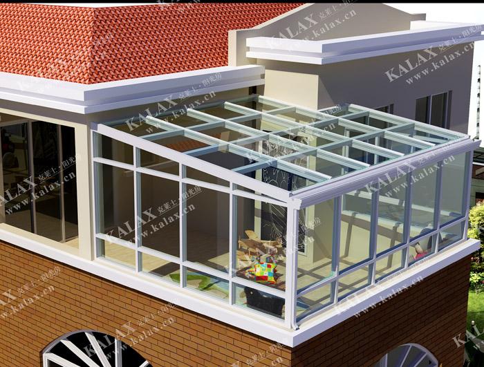 很多人对于阳光房只有一个笼统的认识,对于阳光房的类型认识甚少。下面就来科普一下。 别墅阳光房有分为有三种类型,一种是普通型,由于采光和通风较好大多被用来作为花房。大部分家庭都会选择这类阳光房作为花园里的阳光房,习惯性称之为花园阳光房。 另外一种是休闲型别墅阳光房,面积较大,并且在布局上面要比普通设施要好得多,里边可放置一些健身器材等文娱休闲用品。这类阳光房多用在阳台或者高处一点的地方,方便工作休闲。 功能型别墅阳光房归于高级的别墅阳光房。别墅阳光房在设计时充分考虑到如何利用天然风。这种类型的别墅阳光房一